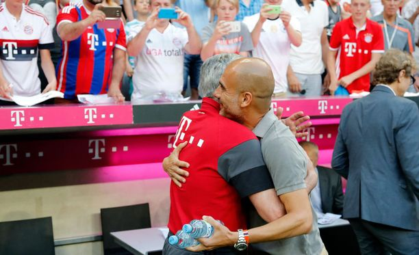 Carlo Ancelotti toivotti Pep Guardiolan lämpimästi tervetulleeksi Allianz Arenalle.