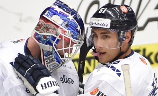 Joonas Korpisalo torjuu Leijonien maalilla Ranska-ottelussa. Valtteri Filppula johtaa ykkösketjua.