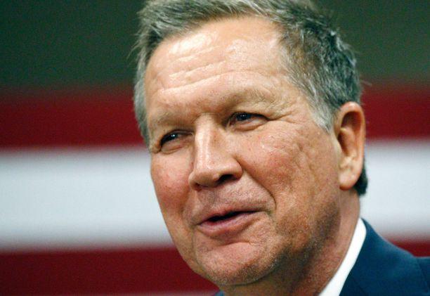 Ohion kuvernööri John Kasich ei aio lähteä kisasta, vaikka takkiin tulee. Kotiosavaltiossa äänestetään 15. maaliskuuta.