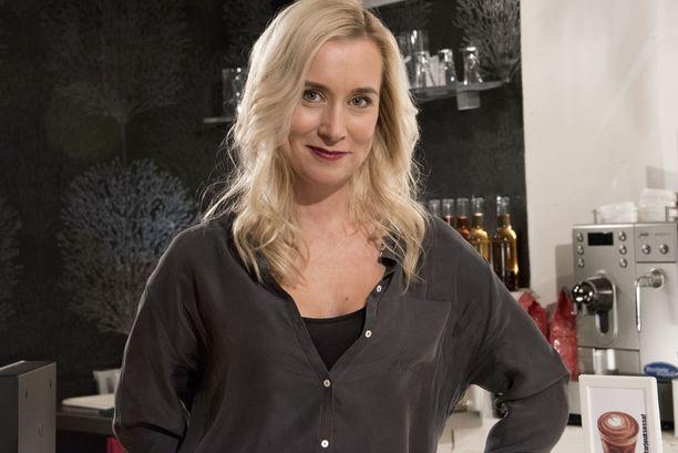 Nora Rinne tunnetaan Salattujen elämien Camilla Mustavaarana. Sarja palaa kesätauolta ruutuun 20. elokuuta.