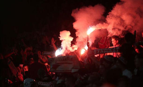 Kölnin fanit antoivat palaa.
