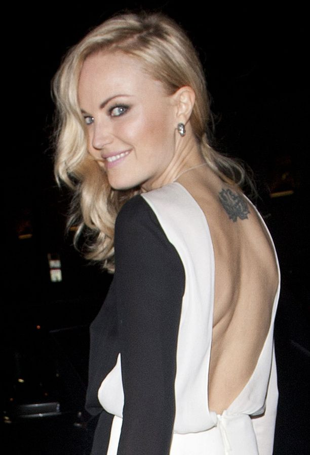 Malin Åkermannin mekko paljasti yläselän tatuoinnin.