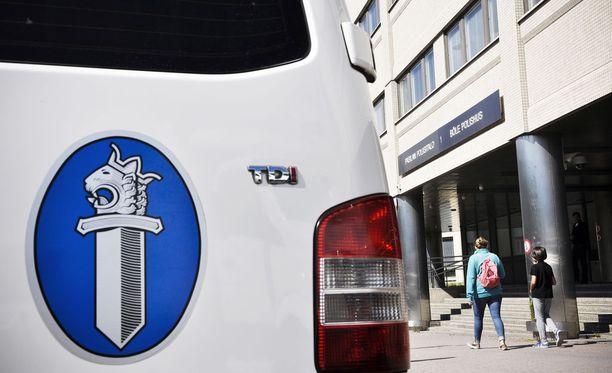 Poliisi muistuttaa, ettei virkavalta koskaan kysy pankkitunnuksia puhelimitse.