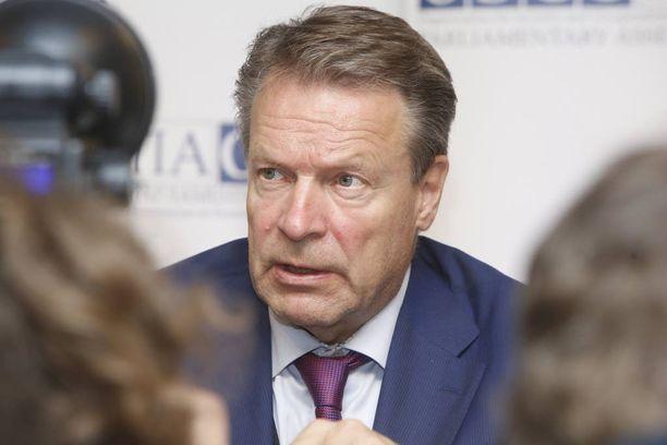 Etyjin puheenjohtaja Ilkka Kanerva ei suosittele, että kukaan kansanedustaja lähtee Krimille, koska se olisi Suomen ulkopolitiikan vastaista.