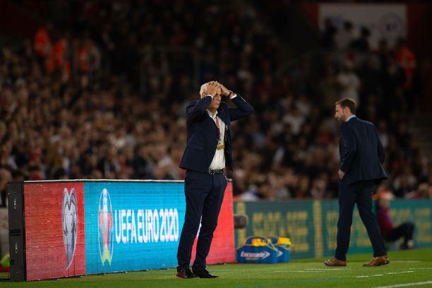 Bernard Challandesin valmentama Kosovo romahti ensimmäisellä puoliajalla Englantia vastaan ja päästi yhteensä viisi maalia.