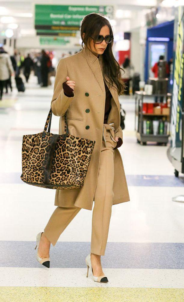Victoria Beckhamin leopardilaukku oli tietenkin peräisin omasta mallistosta.