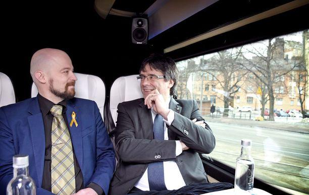 Katalonian itsenäisyyden innokas kannattaja, keskustan kansanedustaja Mikko Kärnä ja Katalonian aluehallinnon entinen johtaja Carles Puigdemont matkustivat viime torstaina yhdessä lentokentältä eduskuntaan.
