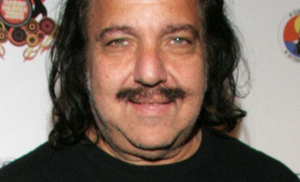 Pornotähti Ron Jeremy lähtee yhteistyöhön suomalaisduon kanssa.