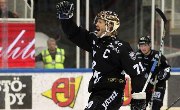 TPS-kapteeni Tomi Kallio laukoi voittomaaliksi jääneen 2-0-osuman ylivoimalla toisen erän alussa.