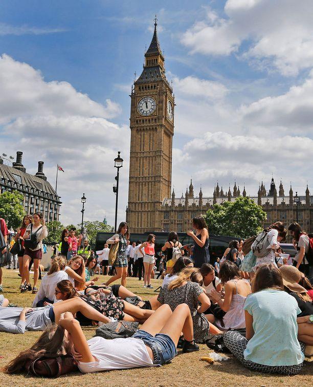 Muun muassa Lontoo on kylpenyt helteissä.