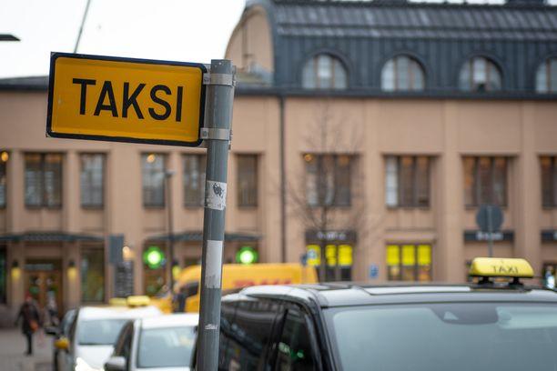Taksi Helsinki aloitti kauppapalvelun.
