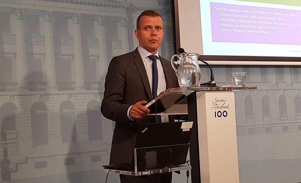 Petteri Orpo puhui keskiviikkona medialle ensi vuoden budjettiesityksestä.