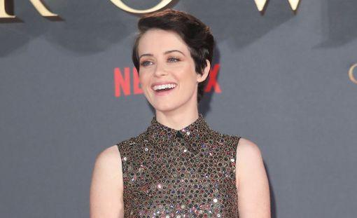 Claire Foy sai Golden Globe -ehdokkuuden kuningatar Elisabetin roolistaan tv-sarjassa The Crown. Foy on mukana sarjan kahdessa ensimmäisessä tuotantokaudessa.