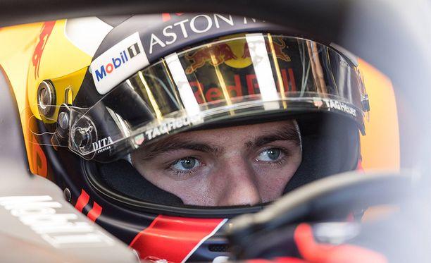 Max Verstappen haastaa Lewis Hamiltonin mestaruudesta tällä kaudella.