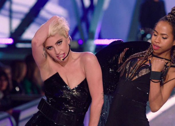 Lady Gaga on yksi illan artisteista.