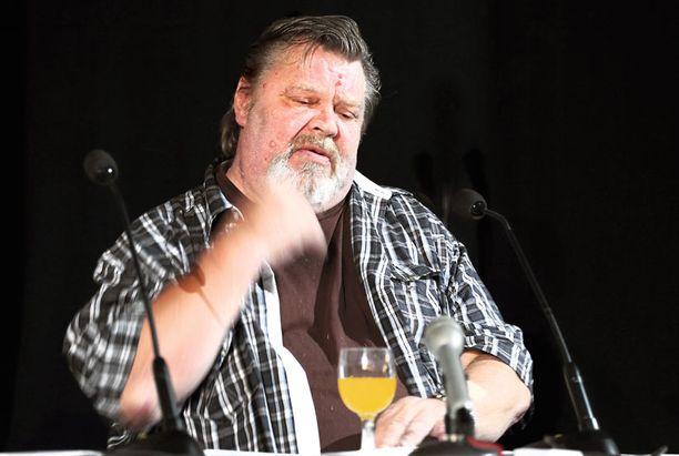 TOIPILAS Vesa-Matti Loiri kiidätettiin elokuvafestivaaleilta sairaalaan. Torstaina hän kertoi yleisölle muistoja uraltaan.