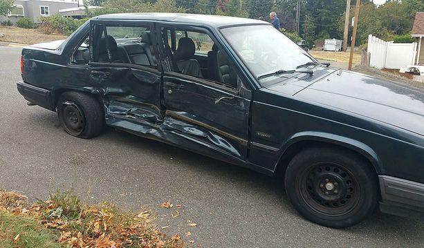 Lapset törmäsivät risteyksessä Volvoon.