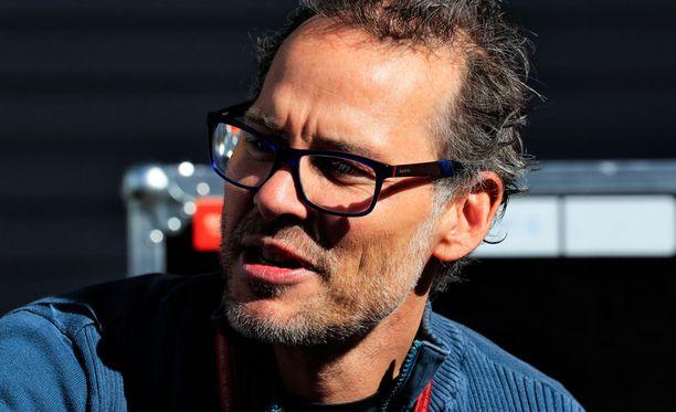 Jacques Villeneuvea ei nähdä Williamsin juhlissa.