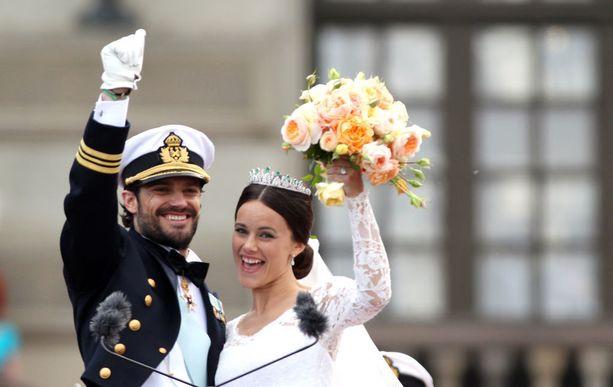 Carl Philip taisteli Sofian puolesta, kun perhe ei lämmennyt glamourmallina tutuksi tulleelle Sofialle. Rakkaus voitti ja häitä juhlittiin kesällä 2015.