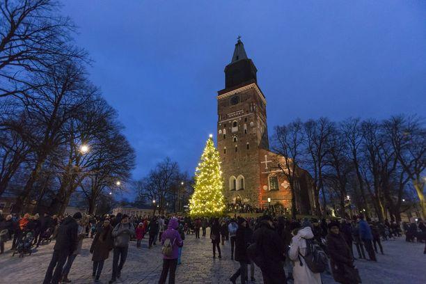 Turun tuomiokirkko kutsuu kansaa joulun pyhähetkiin.