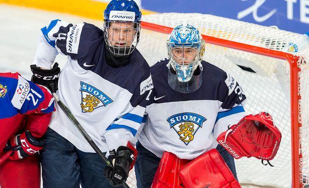 Olli Juolevi ja Veini Vehviläinen olivat mukana viime vuoden kultajoukkueessa. Juolevi toimii tänä vuonna joukkueen kapteenina.