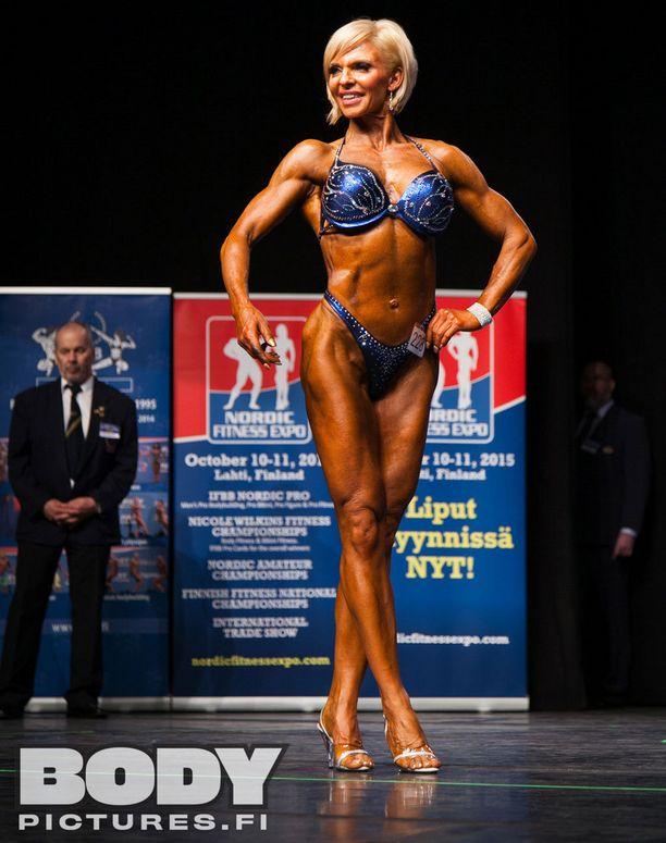 Sari Laatunen on 48-vuotiaanakin huimassa kunnossa.