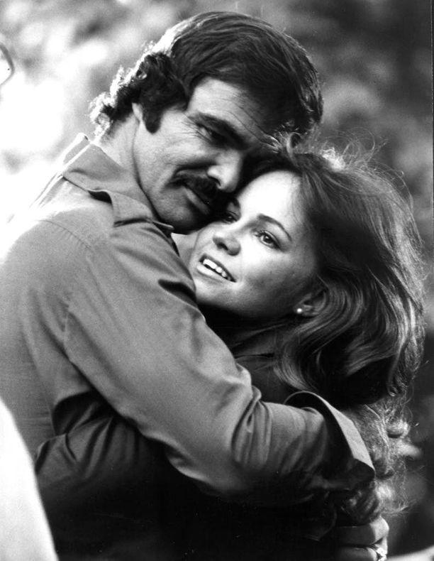 Burt Reynolds rakastui tulisesti vastanäyttelijäänsä Sally Fieldsiin Konnan ja Koukun kuvauksissa 1970-luvun puolivälissä.
