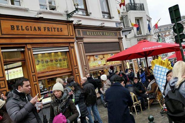 Ranskalaiset perunat kuuluvat oleellisena osana belgialaiseen katukuvaan.