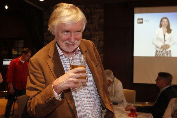 SDP:n vaalivalvojaisissa juomat maksettiin itse.