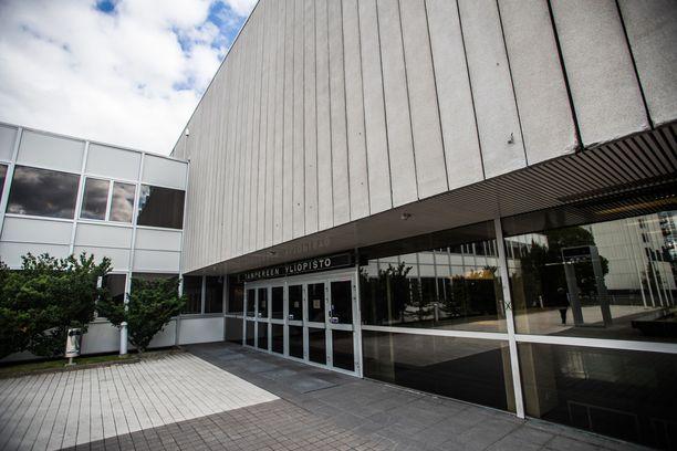 Tampereen yliopisto ei aluksi tiennyt Sebastian Knowlesin taustasta.