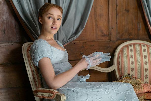 Phoebe Dynevor tähdittää Bridgerton-hittisarjaa Netflixillä.
