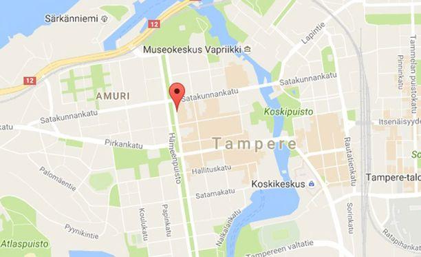 Ryöstetty panttilainaamo sijaitsee Hämeenpuistossa Tampereella.