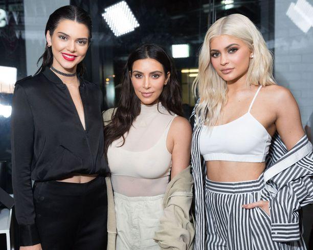 Kuvassa siskokset Kendall, Kim ja Kylie edustamassa yhdessä viime syyskuussa.