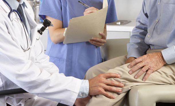 Eniten korvattavia potilasvahinkoja tapahtuu lonkan ja polven tekonivelleikkauksissa. Kuvituskuva.