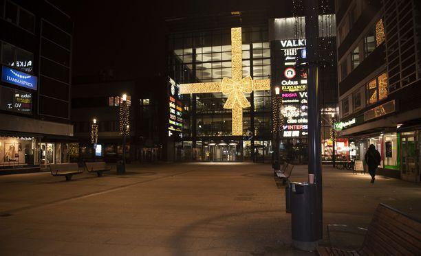 Poliisi tutkii yhteensä kuutta seksuaalirikosvyyhtiä Oulussa.