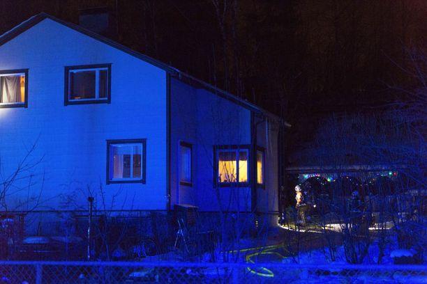 300-neliöinen omakotitalo vaurioitui tulipalossa asuinkelvottomaksi.