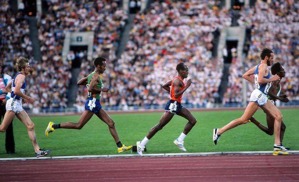 Kaarlo Maaninka (vas.), Tolossa Kotu, Miruts Yifter, Lasse Viren ja Mohamed Kedir muodostivat viiden kärjen Moskovan olympiakisojen 10 000 metrillä vuonna 1980.