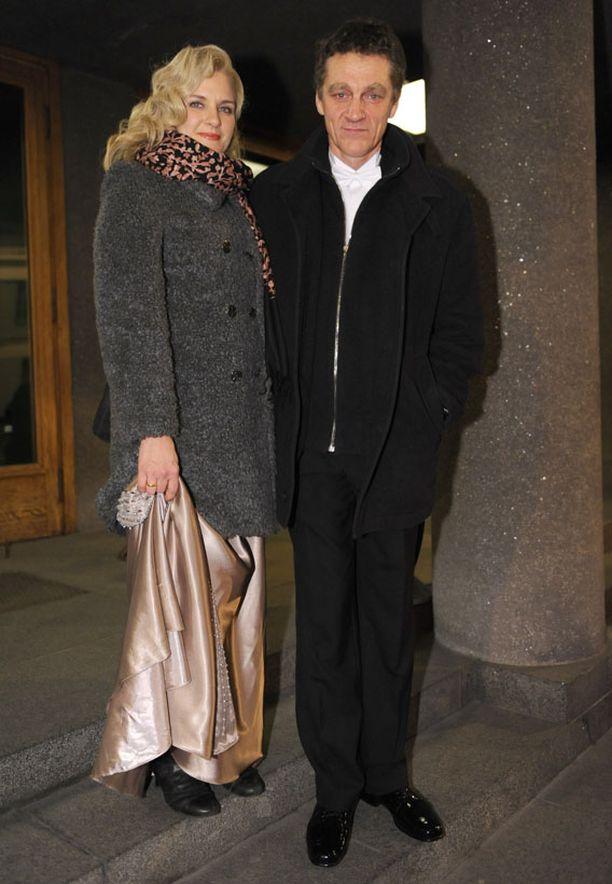 TUKKA AUKI Myös näyttelijä Birthe Wingren jätti hiuksensa vapaaksi.