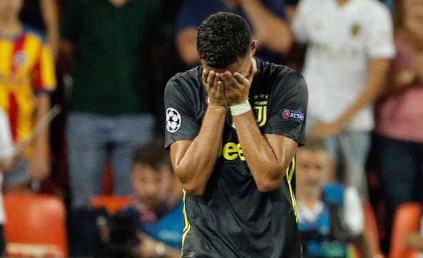 Cristiano Ronaldon ilta päättyi ulosajoon jo 29. minuutin kohdalla.