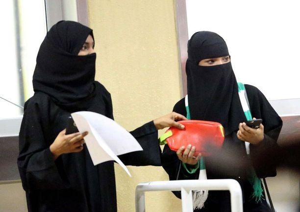 Saudi-Arabian naiset pääsivät tammikuussa seuraamaan jalkapalloa Jeddan stadionille ensi kertaa elämässään.