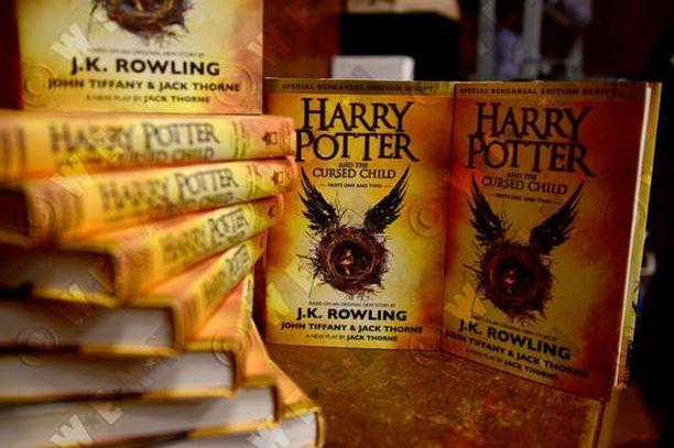 Uusin Harry Potter löytyy fanien lahjapaketeista.