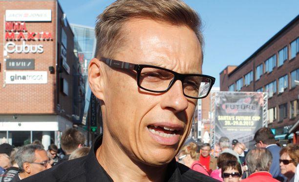 Alexander Stubb puhui keskiviikkona Rovaniemen Lordinaukiolla.