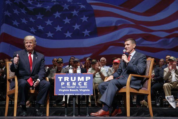 Donald Trump ja Mike Flynn vaalitilaisuudessa viime syyskuussa.