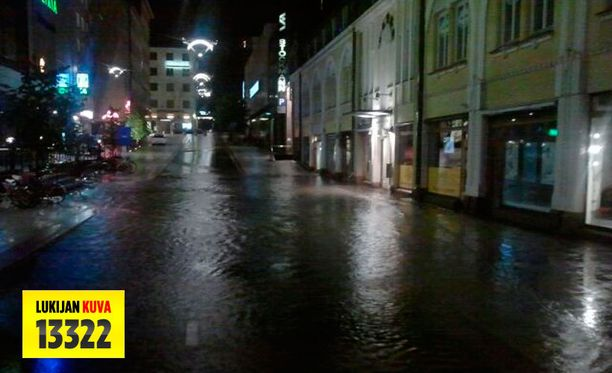 Vielä varhain aamulla Turun keskusta oli veden vallassa.