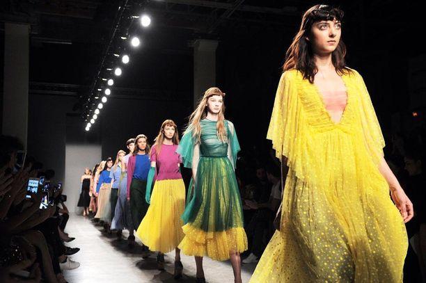 Rochas yhdisti trendiin kevään toisen ison hitin, kirkkaat värit.