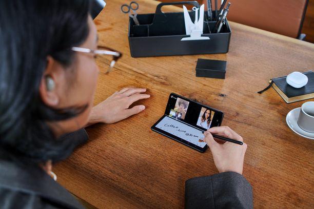 Samsung Galaxy Fold3 toimii taitettuna tietokoneen lailla.