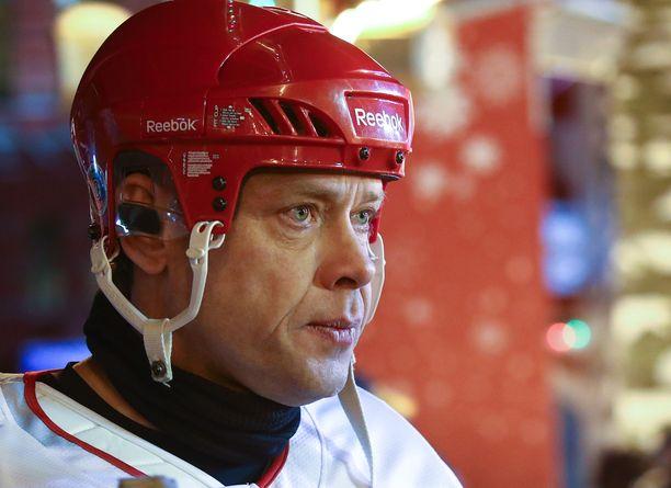 Pavel Bure kuvattuna Moskovan Punaisella torilla pelatussa näytösottelussa.