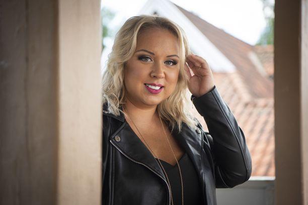 Henna Kalinainen sai tietää olevansa raskaana pian Olet mitä syöt -ohjelman kuvausten alettua.