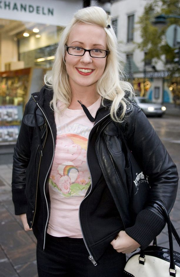 Elina Viitanen juontaa tällä hetkellä The Voicen aamulähetystä.
