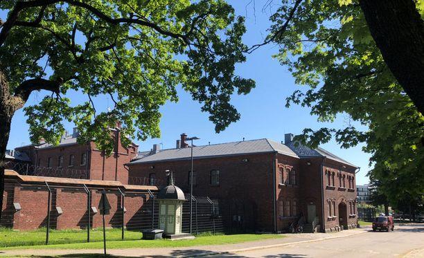 Helsingin vankila on suljettu laitos, jonka vanhimmat osat ovat vuodelta 1881. Vankipaikkoja on reilut 200. Lukio-opetuksen lisäksi vankilassa tarjotaan logistiikka-alan perustutkintoa ja rakennusalan teoriaopintoja.